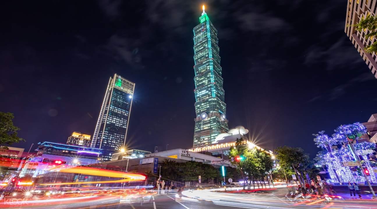 Taipei 101 night street lights